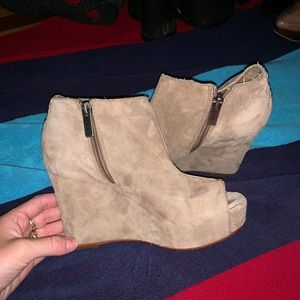 dolce vita suede wedges size 6